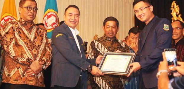 Wagub Andika Hazrumy Raih Penghargaan Dari Karang Taruna Nasional