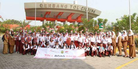 Puluhan Siswa SD Peringati Hari Anak Nasional Bersama ASTRA Tol Tangerang-Merak