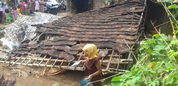 Bertahun-tahun Tak Dapat Bantuan RTLH, Akhirnya Rumah Janda Anak Empat Ini Ambruk