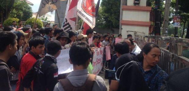 Demo Mahasiswa Tolak Kedatangan Jokowi di Banten Ricuh Dengan Polisi