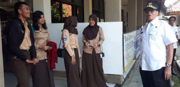 Sidak UNBK SMA di Kota Tangerang, Gubernur WH Larang Sekolah Lakukan Pungutan