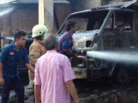 Gudang Toko Material Terbakar, Dua Mobil Ikut Hangus
