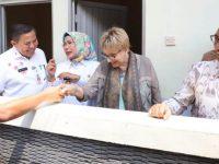 Bupati Tatu Apresiasi CSR Sarana Sanitasi dan Air Bersih