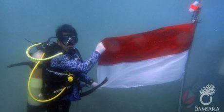 HUT ke 73 RI, Penyelam Banten Kibarkan Merah Putih di Dasar Laut