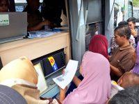 Sulit Bikin Dokumen Kependudukan, Mobil Pelayanan Langsung Dipadati Warga