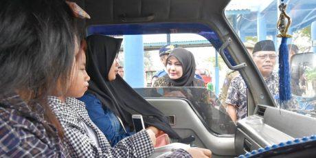Kesal Tarif Bus Masih di Luar Ketentuan, Irna Ceramahi Sopir Bus