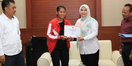 Salut! Gadis Ini Wakili Pandeglang Dinomor Lompat Jangkit Asian Games 2018